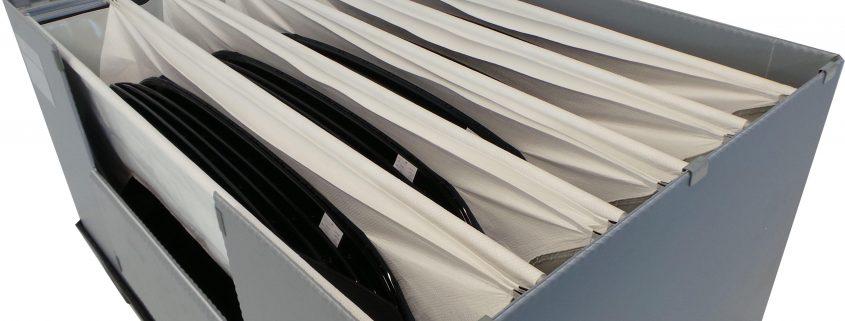 GLT für den Transport und die Lagerung von hochempfindliche, gekrümmte Bauteile in der Automobilbranche. Extreme Packdichte und einfachstes Handling durch Textilaschen und einem Schiebesystem.
